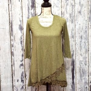 About A Girl Tunic Top Womens Small Green Lace